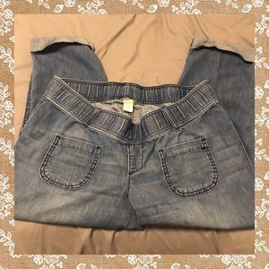 Old Navy Maternity Capri Jeans